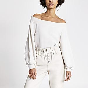 Cremefarbenes, langärmeliges Sweatshirt mit Bardot-Ausschnitt im Loose Fit