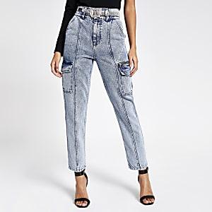 Blaue Jeans im Acid-Wash-Look mit Reißverschlusstasche und Gürtel