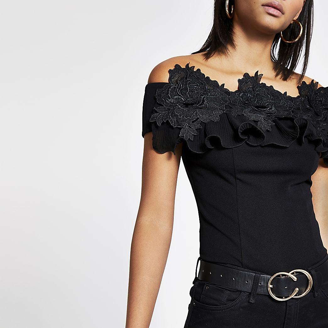Rüschenoberteil mit Bardot-Ausschnitt aus schwarzer Spitze