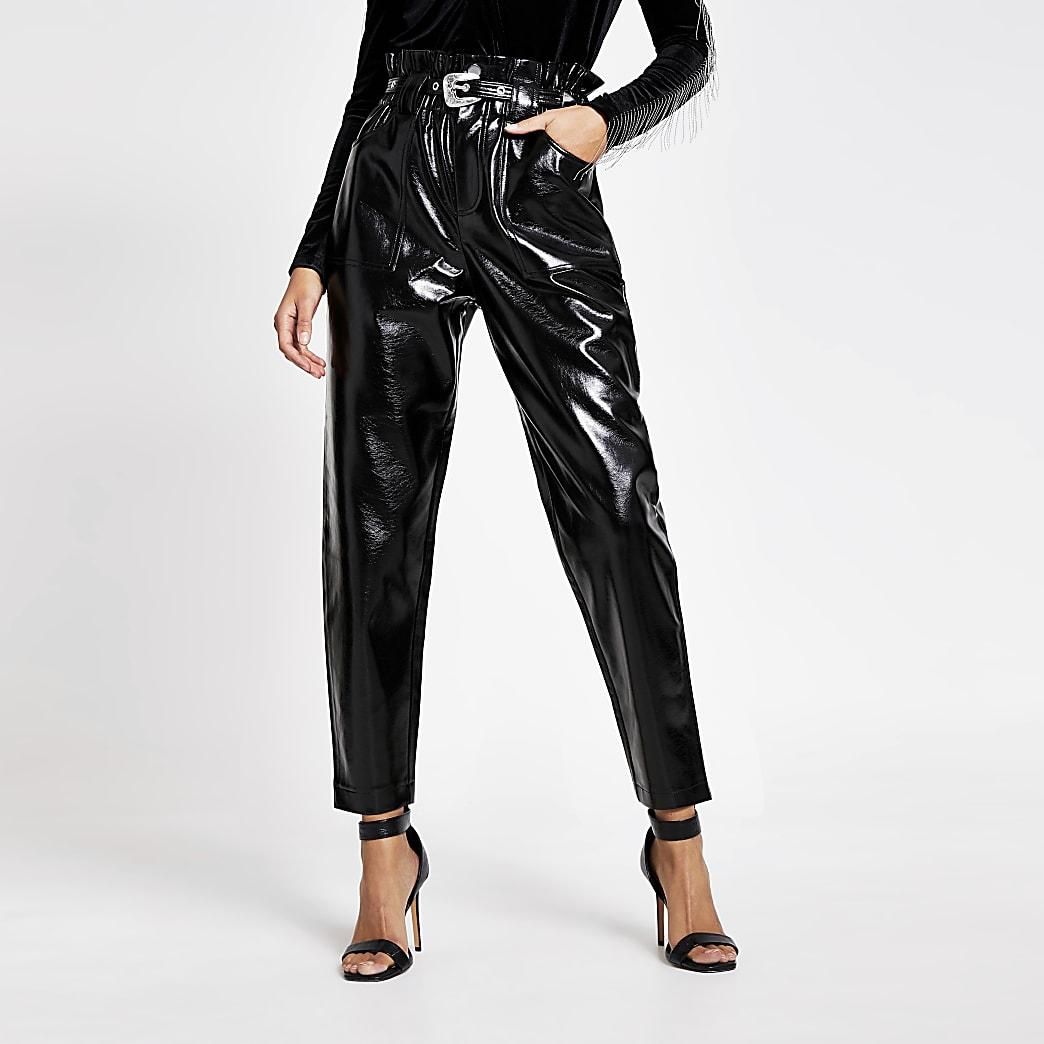 Zwarte vinyl broek van imitatieleer met geplooide taille