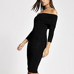 Robe Bardot mi-longue noire froncée