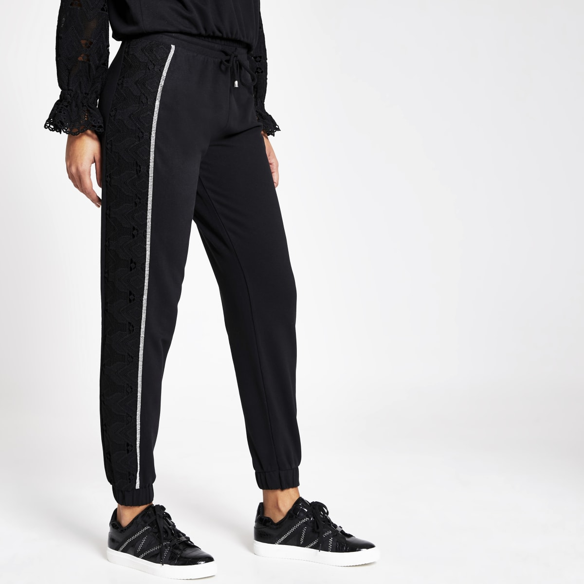 Zwarte loose-fit joggingbroek met broderie langs zijkant