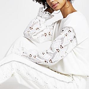 Weißes Sweatshirt mit Lochstickerei an den Ärmeln