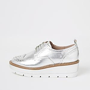 Brogue-Schuhe zum Schnüren mit Plateausohle in Silber