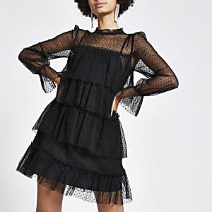 Schwarzes Minikleid mit Netzstoff und Rüschen