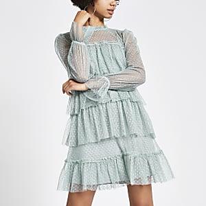 Hellgrünes Minikleid mit Netzstoff und Rüschen