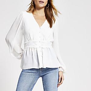 Bluse aus weißer Spitze mit vorderem Knopf an der Taille