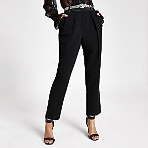 Zwarte tapstoelopende broek met ceintuur met siersteentjes