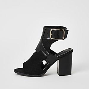 Zwarte schoenlaarsjes met uitsnede en hak