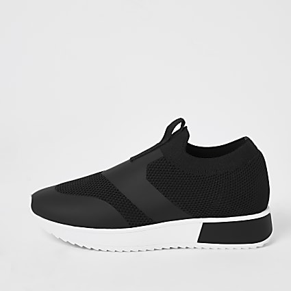 Black knitted pull on cleated runner trainers