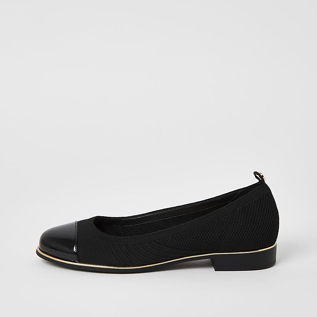 Schwarze Strick-Ballerina-Schuhe mit Lackspitze