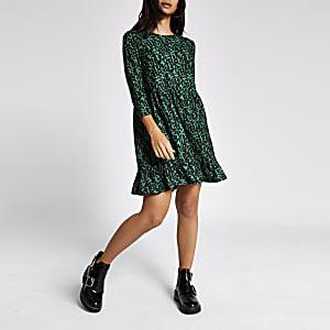 Petite – Grünes gesmoktes Kleid mit Muster