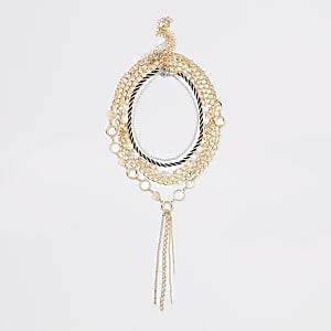 Goldfarbene, grobe Halskette mit Perlen
