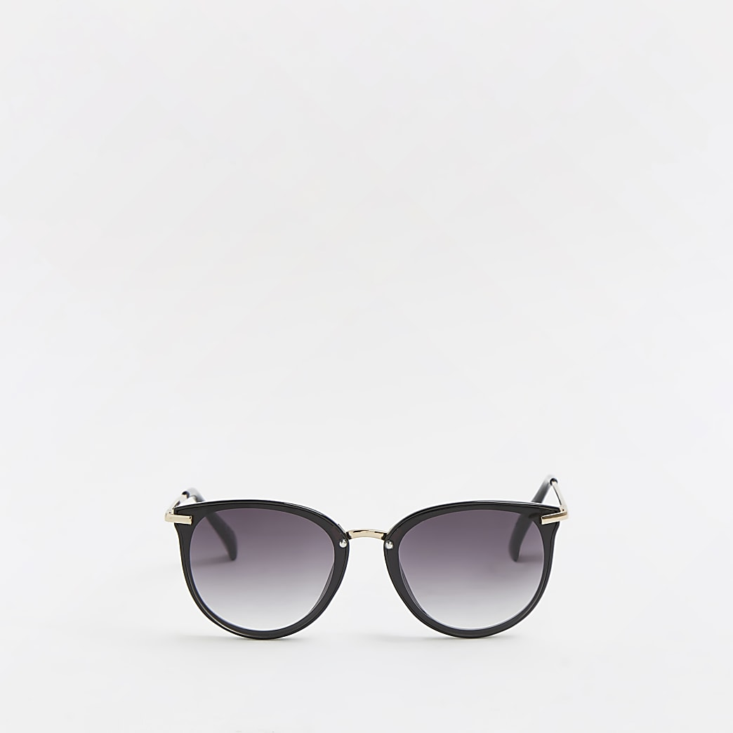Black smoked lens sunglasses
