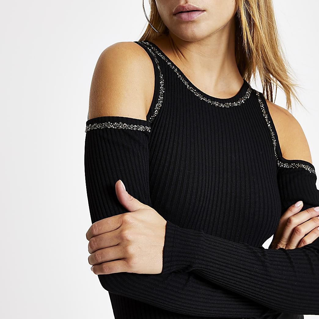 Zwarte aansluitende verfraaide schouderloze top
