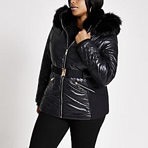 Plus – Schwarzer, gefütterter Mantel mit figurbetonendem Gürtel
