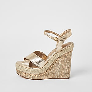 Goudkleurige sandalen met versierde tweedelige sleehakken