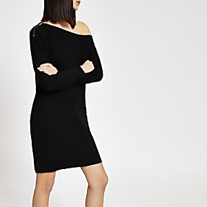Zwarte gebreide mini-jurk met ontblote schouder