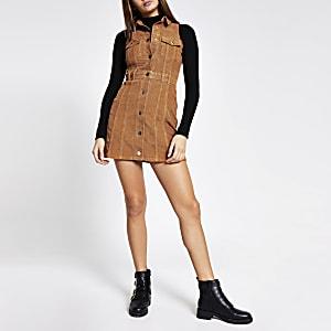Mini-robe sans manches marron en velours côtelé