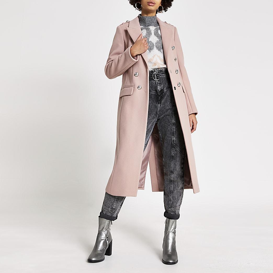 Manteau long rose avec boutonsà écusson