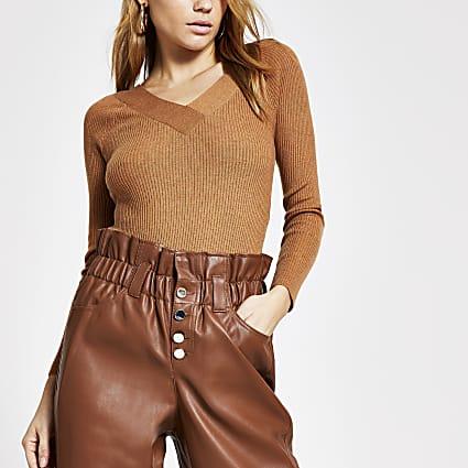 Brown V neck fitted ribbed knit jumper