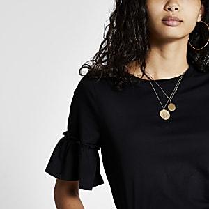 Schwarzes, kurzes T-Shirt mit Trompetenärmeln