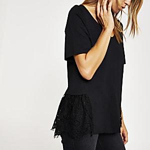Schwarzes T-Shirt aus Spitze mit V-Ausschnitt und Schößchen