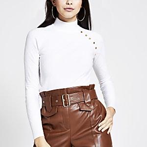 Gesteppter, hochgeschlossener, cremefarbener Pullover mit Knöpfen