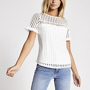 T-shirt blanc avec manches courtesà dentelle et broderie anglaise