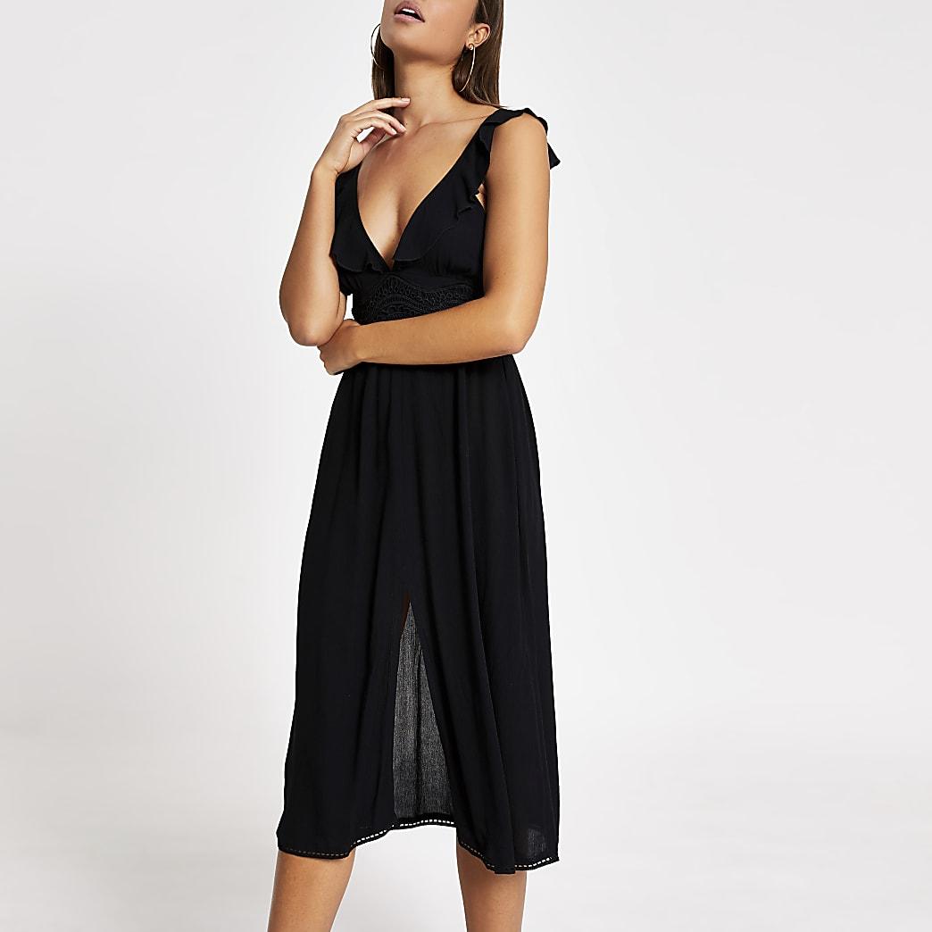Gerüschtes, schwarzes Midistrandkleid mit tiefem Ausschnitt