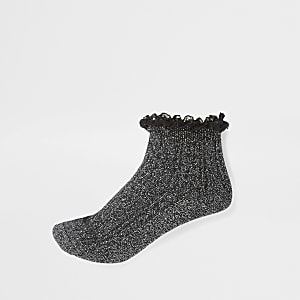 Schwarze, glitzernde Sneakersocken mit Rüschen und Zopfstrickmuster