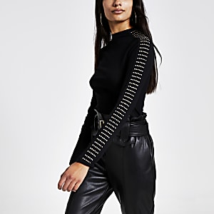 T-shirt noir côtelé à col haut clouté