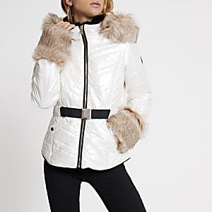 Wit-metallic gewatteerde jas met capuchon van imitatiebont