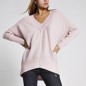 Gerippter Pullover in Hellrosa mit V-Ausschnitt