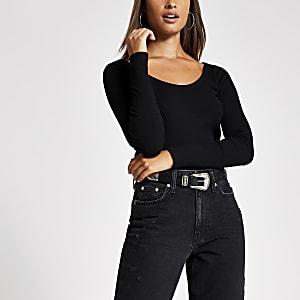 T-shirt côtelé noir à encolure dégagéeet manches longues
