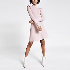 Roze geribbelde gebreide jurk verfraaid met parels