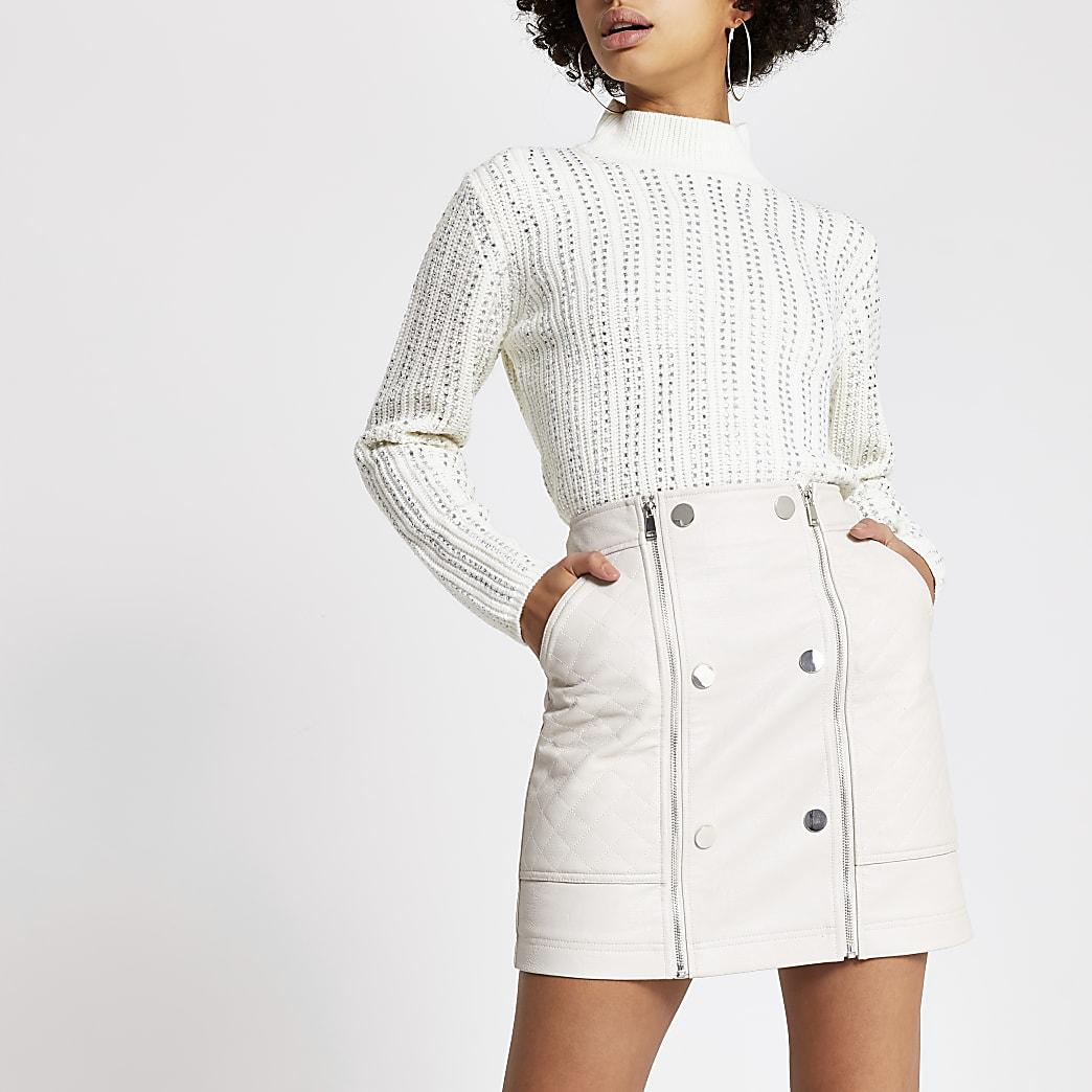 Mini-jupe en cuir synthétique matelassécrème