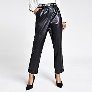 Pantalon en cuir synthétique noir avec ceintureà strass
