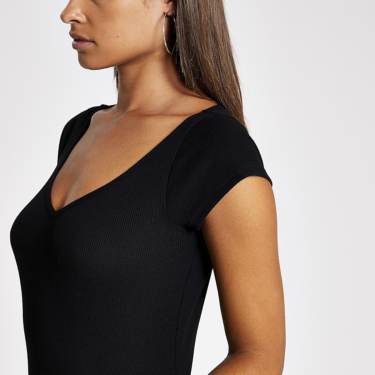 Zwart geribbeld T-shirt met V-hals en korte mouwen