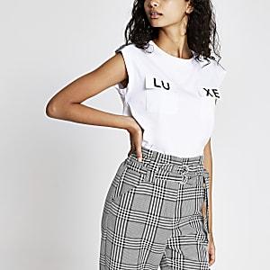 Weißes Luxe-T-Shirt mit Tasche