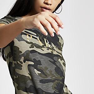 T-shirt à imprimé camouflage kaki avec manches retroussées
