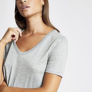 Graues, kurzärmliges T-Shirt mit V-Ausschnitt