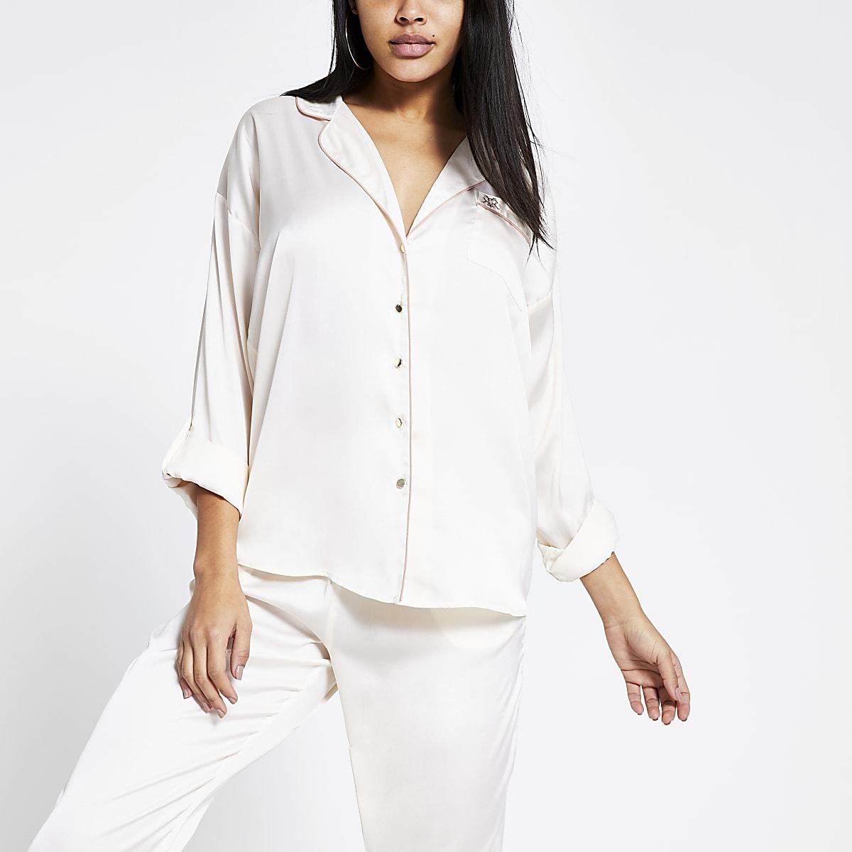 Crème satijnen pyjama shirt met ruime pasvorm