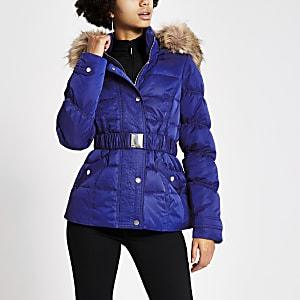 Veste matelassée bleue avec capuche en fausse fourrure et ceinture