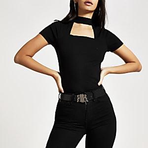 T-shirt noir ras-de-cou à manches courtes et découpes