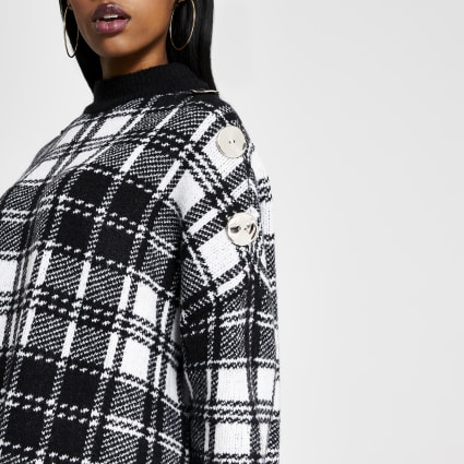 Black check turtle neck knitted cape