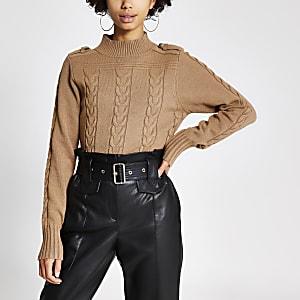 Brauner Pullover mit Zopfstrickmuster und Stehkragen