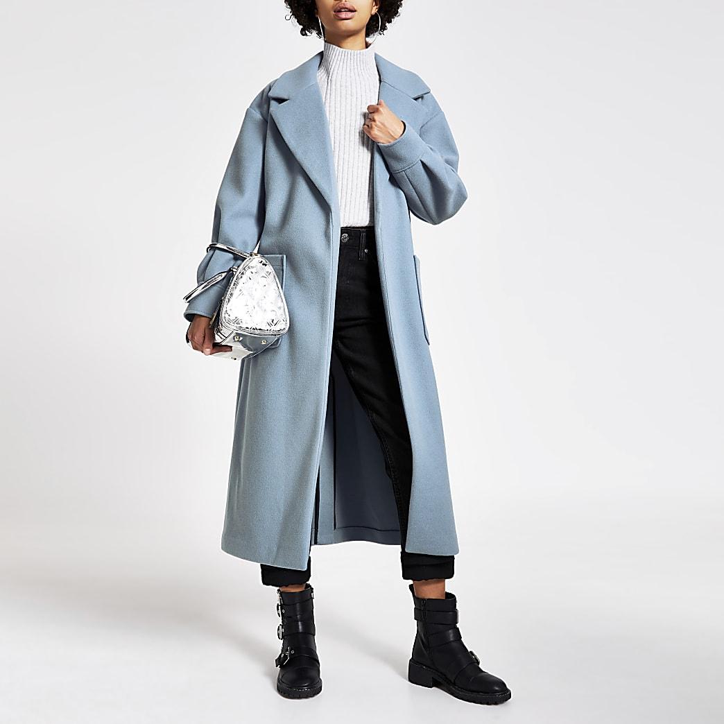 Blauwe lange jas met strikceintuur en ballonmouwen