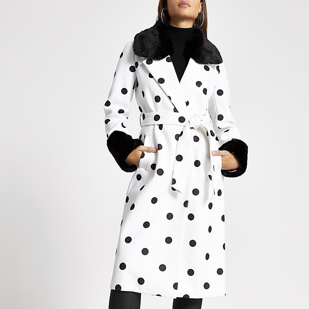 Manteau long crème à pois bordé de fausse fourrure