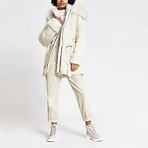 Manteau matelassé crème bordéde fausse fourrure avec ceinture